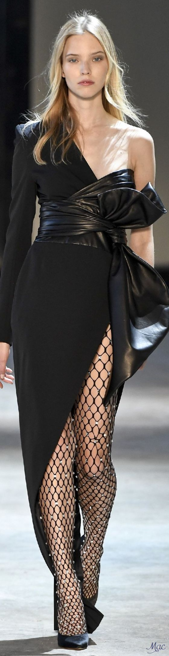 2016-trends-fishnet-tights-runway-pamabelaproject